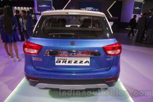 Ngoài ra, Suzuki Vitara Brezza còn được trang bị khoang hành lý 328 lít, lốp có kích thước 215/60 R16 và chiều cao gầm 198 mm.