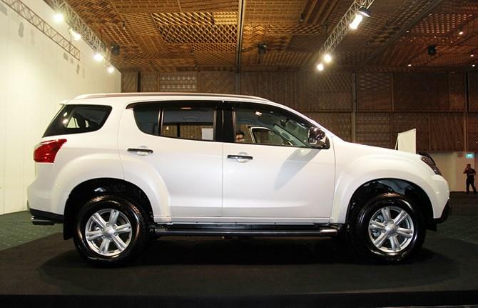 Isuzu MU-X định giá 899 triệu đồng, đối đầu Toyota Fortuner - ảnh 4