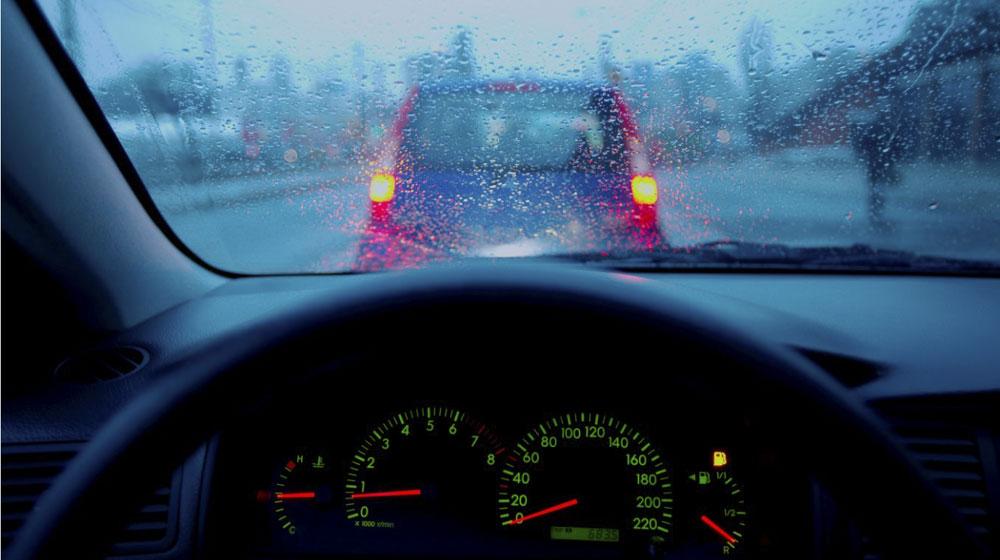 Hình ảnh 4 mẹo nhỏ xử lý kính ôtô mờ khi trời mưa số 2