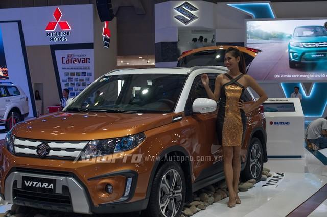 Về hình dáng, Vitara thế hệ mới có thiết kế đặc trưng của dòng Vitara và cả dòng Jimny SUV, cùng mẫu kei car cỡ nhỏ được yêu thích tại Nhật Bản. Xe có chiều dài 4.175 mm, rộng 1.775 mm và cao 1.610 mm, chiều dài cơ sở 2.500 mm. Ngoại thất xe được làm mới lại mang đến cái nhìn khỏe khắn, hiện đại và thể thao hơn.