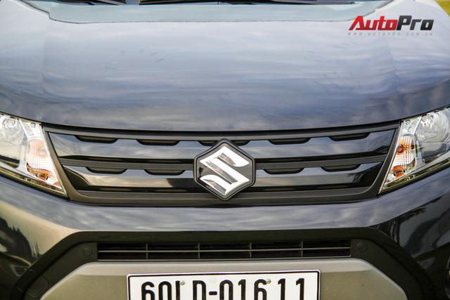 Phần lưới tản nhiệt gợi nhớ tới thiết kế của chiếc Range Rover Evoque.
