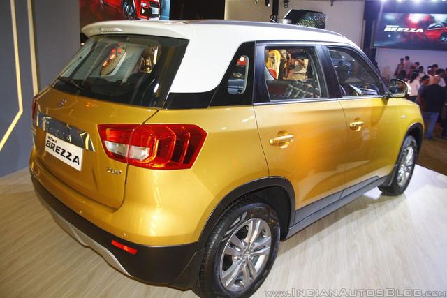 Thiết kế ngoại thất của Suzuki Vitara Brezza có nhiều chi tiết giống với Vitara toàn cầu hiện đang được phân phối chính hãng tại thị trường Việt Nam. Ngoài ra, Suzuki Vitara Brezza còn được phát triển dựa trên Maruti XA-Alpha Concept từng ra mắt trong triển lãm Auto Expo 2012.