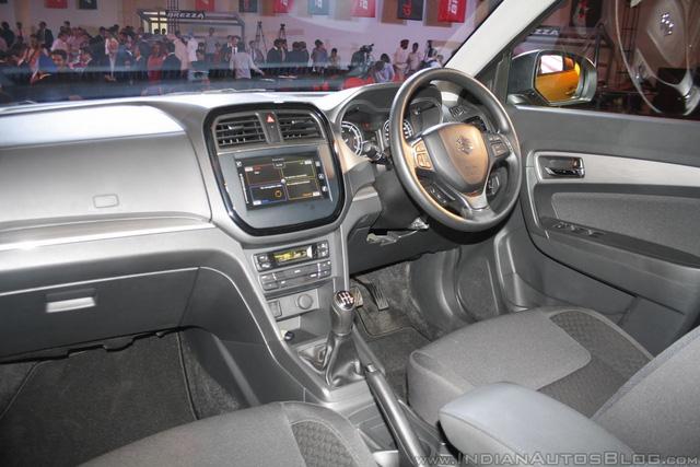 Toàn bộ dòng Suzuki Vitara Brezza được trang bị 1 túi khí ghế lái tiêu chuẩn. Trong khi đó, bản cao cấp Z có thêm túi khí trước bên ghế phụ lái, hệ thống chống bó cứng phanh ABS, phân bổ lực phanh điện tử EBD tiêu chuẩn.