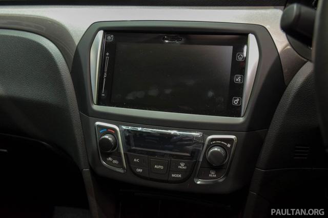 Ngoài ra, Ciaz RS còn được trang bị hệ thống điều hòa tự động và hệ thống thông tin giải trí Suzuki Smart Connect với màn hình 7 inch, hỗ trợ ứng dụng Apple CarPlay Link.