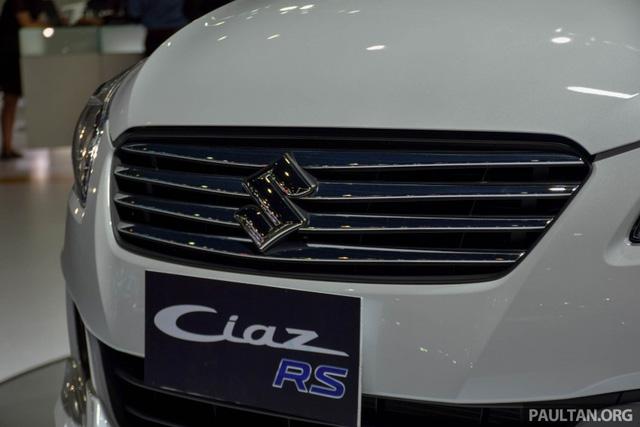 Trong khi đó, giá bán của Suzuki Ciaz tại thị trường Thái Lan lại thuộc phân khác B để cạnh tranh với những đối thủ khác. Cụ thể, tại thị trường Thái Lan, Suzuki Ciaz RS được bán với giá khởi điểm chỉ 675.000 Baht, tương đương 422,9 triệu Đồng. Con số tương ứng của Suzuki Ciaz tiêu chuẩn là từ 484.000 - 625.000 Baht, tương đương 311 - 401 triệu Đồng.