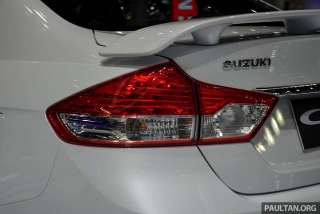 Về động cơ, Suzuki Ciaz RS không có gì thay đổi so với xe tiêu chuẩn. Suzuki Ciaz RS 2016 sử dụng động cơ 4 xi-lanh dung tích, 1,25 lít, sản sinh công suất tối đa 90 mã lực và mô-men xoắn cực đại 118 Nm. Sức mạnh được truyền tới bánh thông qua hộp số biến thiên vô cấp CVT.